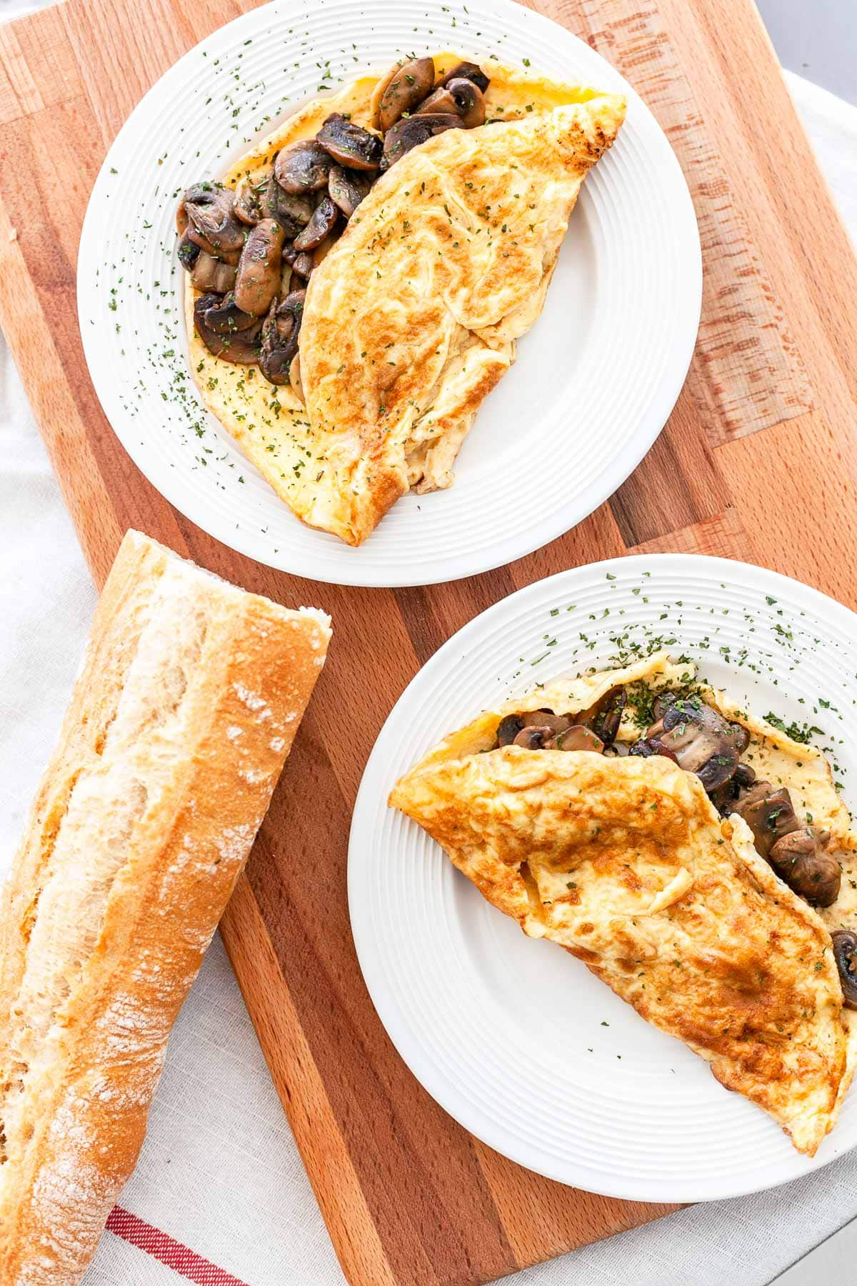 Easy French omelette with mushrooms is a great lunch recipe. Make this great egg recipe for lunch and serve with a baguette or bread. Visit fastfoodbistro.com for the full recipe #fastfoodbistro #omelette #Frenchomelette #eggrecipe #lunchrecipe