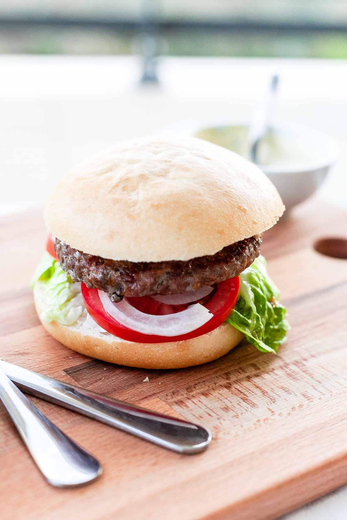 A classic grilled hamburger is tasty and ultimate fast food. A limited number of ingredients. The BBQ adds all the flavor. Visit fastfoodbistro.com for the fulle recipe #fastfoodbistro #grilledhamburger #grilledburger #hamburgerrecipe #fastfood #dinner