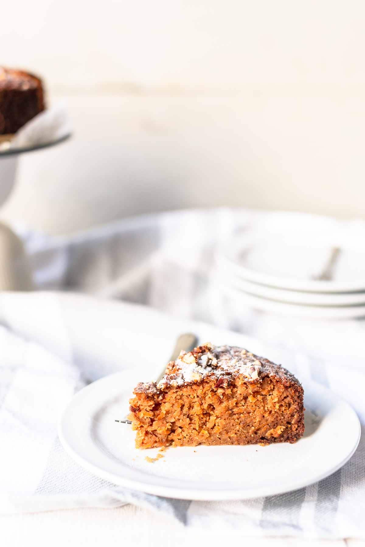 How to make carrot cake? Take a look at this homemade carrot cake recipe. Filled with carrots, apples and pecans. The best moist carrot cake you ever tried. Visit Fastfoodbistro.com #fastfoodbistro #carrotcake #carrotcakerecipe #cake #cakerecipe