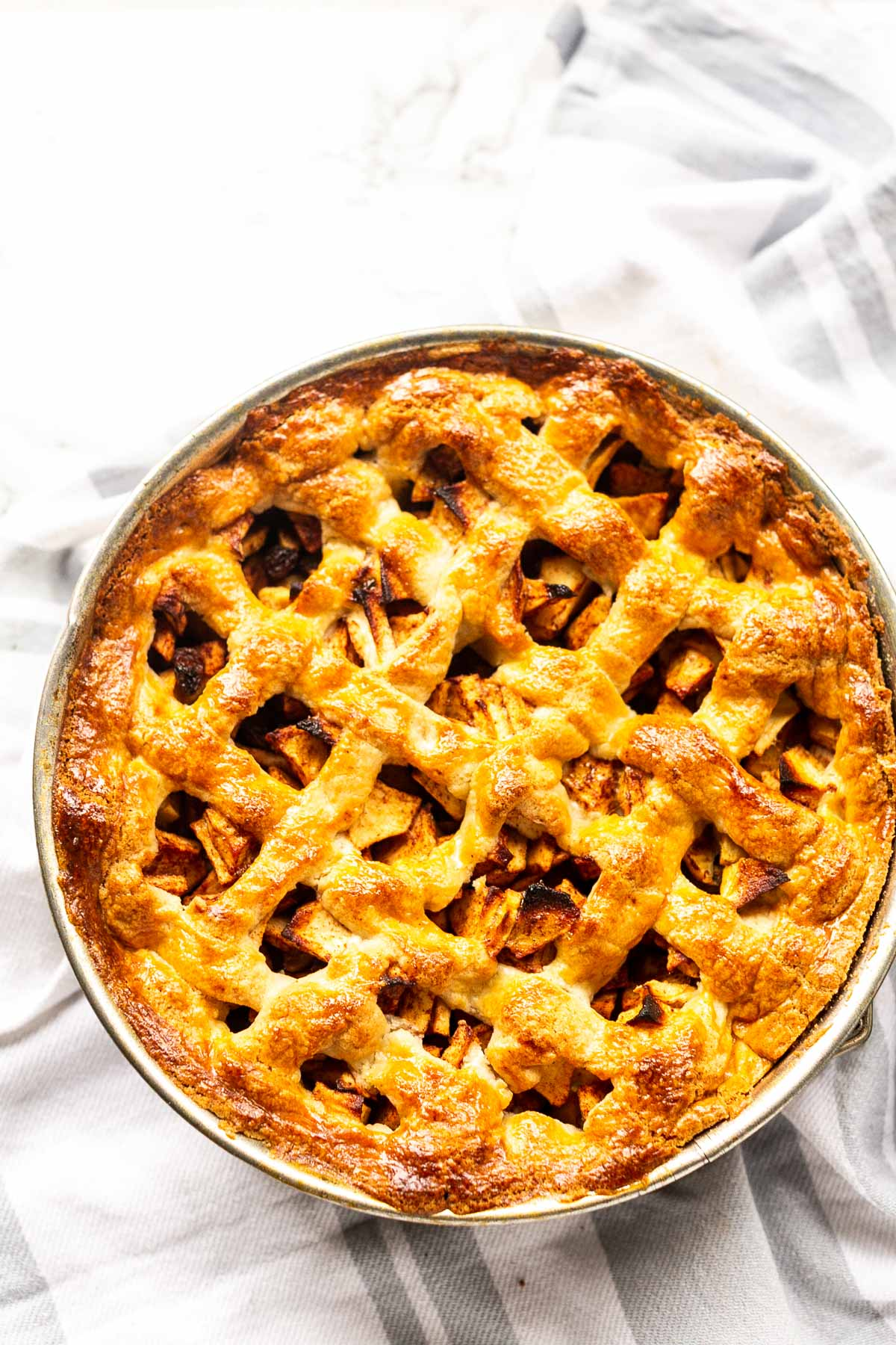 Looking for the best apple pie? Take a look at this Dutch apple pie recipe. Great for dessert or with a cup of tea. Homemade apple pie from scratch. Visit thetortillachannel.com for the full recipe. #fastfoodbistro #applepie #pie #dutchapplepie #dessert