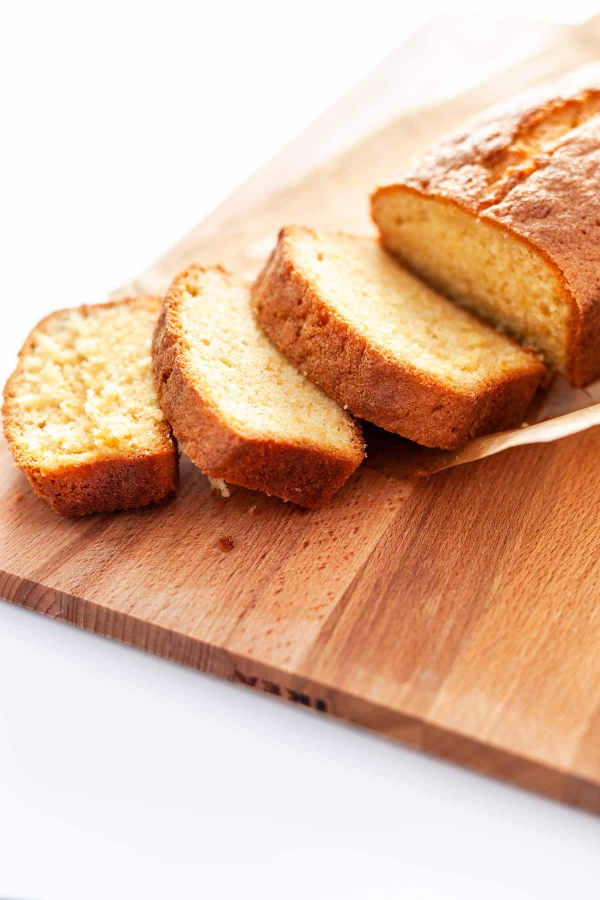Soft, moist vanilla pound cake made in a loaf pan. A super simple and easy recipe. Done in no time. Great to serve with coffee or as dessert. Visit thetortillachannel.com for the full recipe #thetortillachannel #vanillapoundcake #loafcake #poundcake #cakerecipe #vanillacake