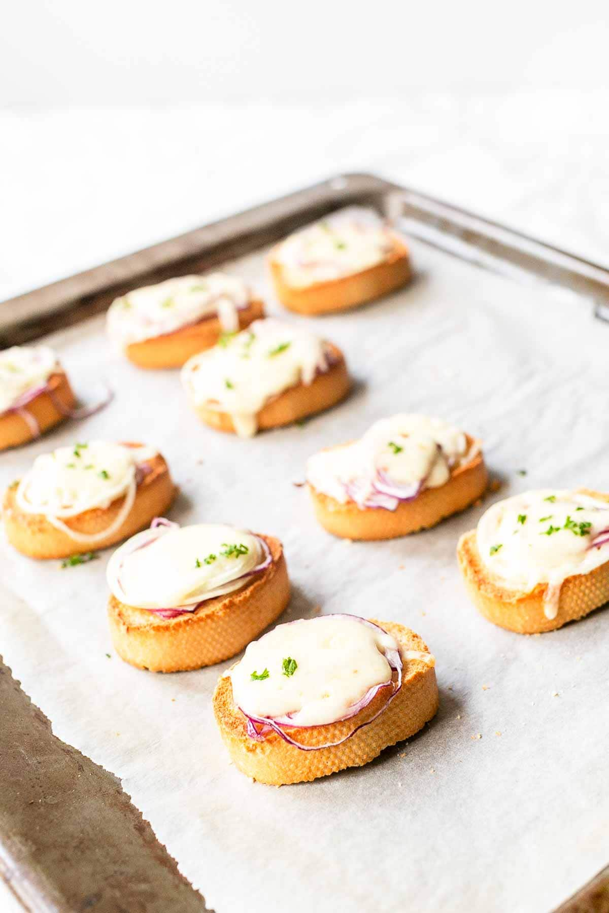 Cheese onion crostini are amazing appetizers that you can serve as a side dish to soup or as a snack. Quick and easy recipe, on the table in no time and so tasty. Visit fastfoodbistro.com for the full recipe #fastfoodbistro #crostini #cheeseonioncrostini #appetizer