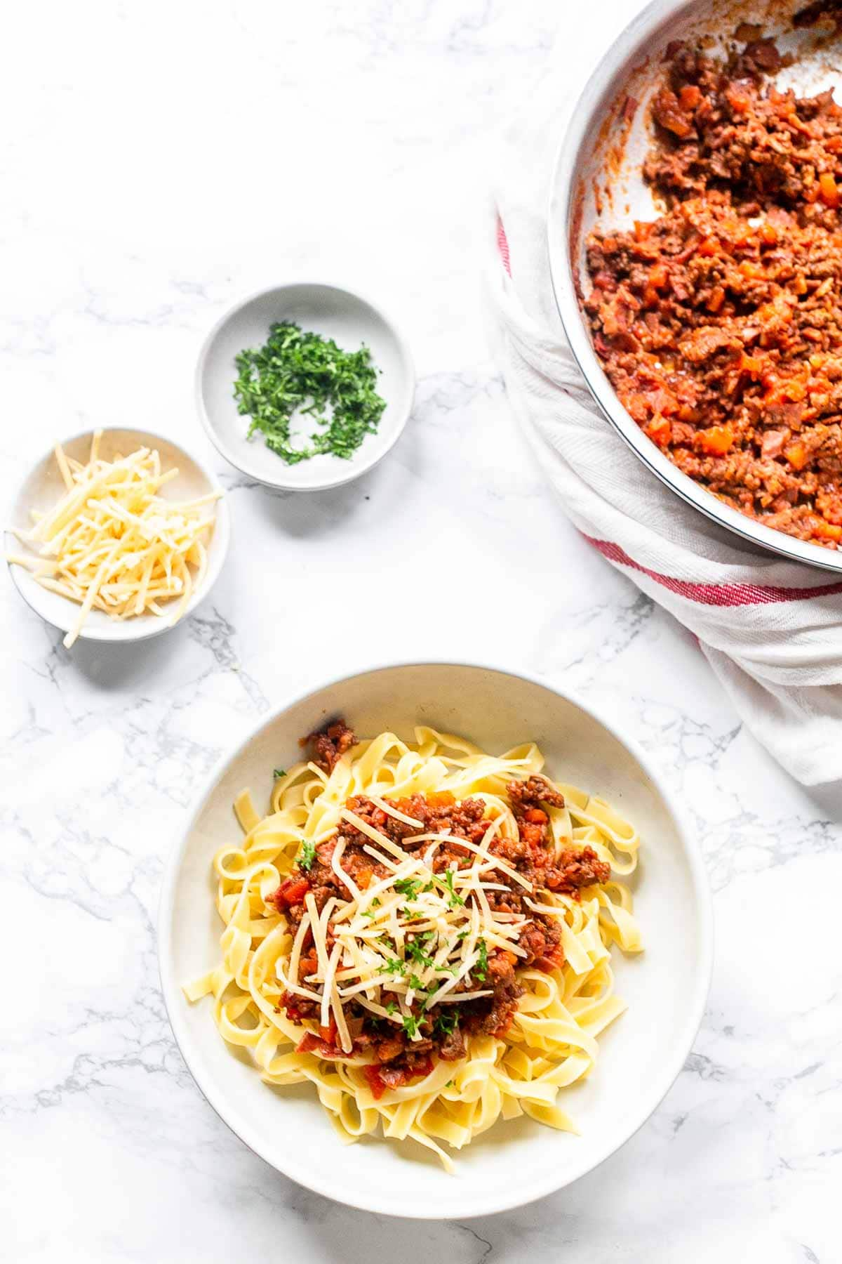 The best homemade tagliatelle Bolognese you ever tried! Bolognese alla ragu is a thick meat sauce without tomatoes. Give it a try and visit fastfoodbistro.com for the full recipe #fastfoodbistro #tagliatellebolognese #pastabolognese #pastalragu